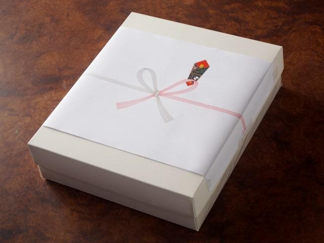 熨斗のついた箱