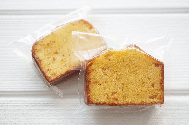 個包装されたオレンジパウンドケーキ